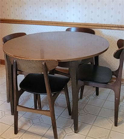 MCM Hans Wegner Chairs with Kitchen Table