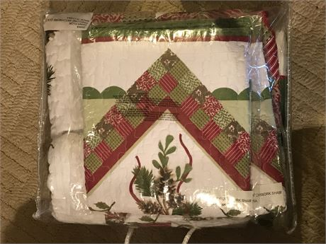 Pinecone Quilt Set - Appears to be New in Bag