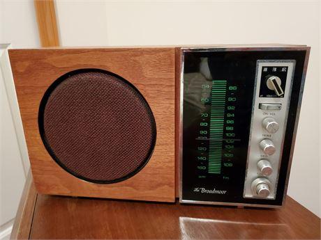 The Broadmoor Model 965 Radio