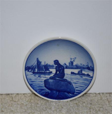 "Royal Copenhagen Denmark Langelinie Mini Souvenir Dish Plate 2-2010-4.5"""