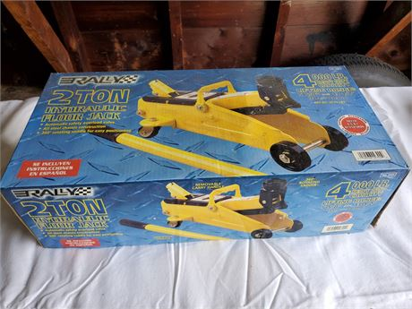 Rally 2 Ton Hydraulic Floor Jack