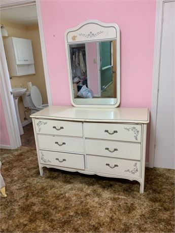 DIXIE CHEST OF DRAWERS & MIRROR LOT