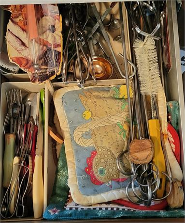 Kitchen Drawer Clean Out #6