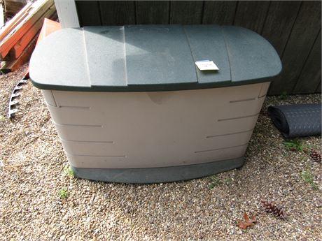 Rubbermaid Storage Box