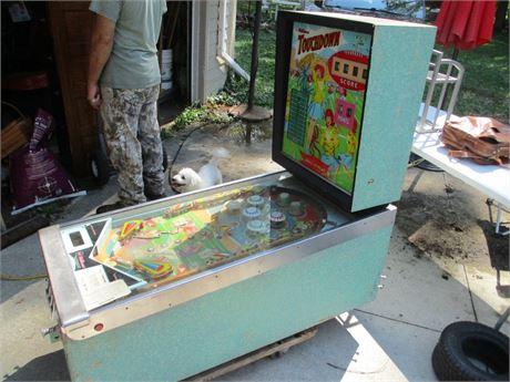 Vintage 1967 Williams Touchdown Single Player Pinball Machine