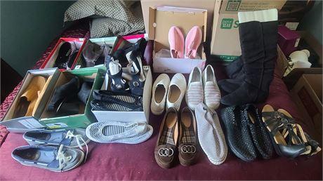 Ladies Shoe Lot (FLATS, AMERICAN EAGLE, SKETCHERS, ETC.) 17 PAIRS SIZE 7-8