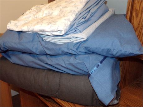 Twin Bedding and Sheets and 2 Pillows