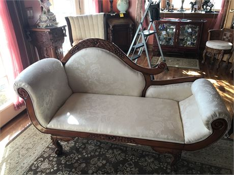 Victorian Style Fainting Couch
