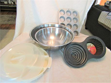 Chloe's Kitchen Jumbo Cup Cake Baking Pan, Stainless Steel Mixing Bowls, and Mor