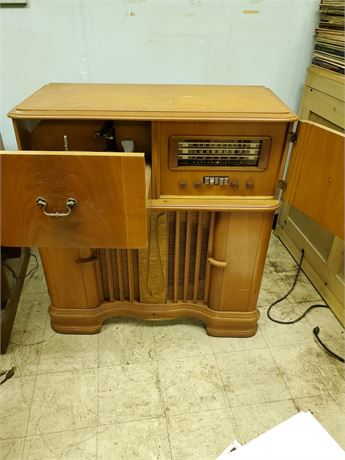 Antique General Electric Tube Console Radio / Phonograph