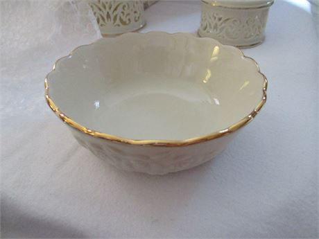 """Lenox Fine China Ivory & gold Floral Relief 4 1/2"""" Bowl Dish"""