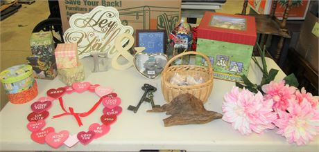 Lot of Home Décor Items