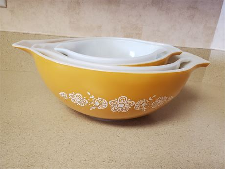 Vintage Pyrex Butterfly Gold Cinderella Nesting Bowls X4
