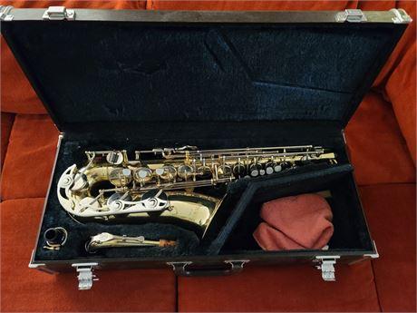 Yamaha YAS-23 Alto Saxophone w/ carrying case