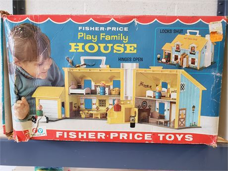 Fisher price play family Playhouse