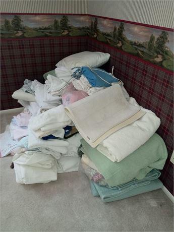 Bedding, towels, linen clean out Lot