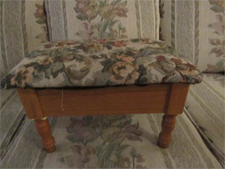 Small Foot Stool w. Storage Compartment