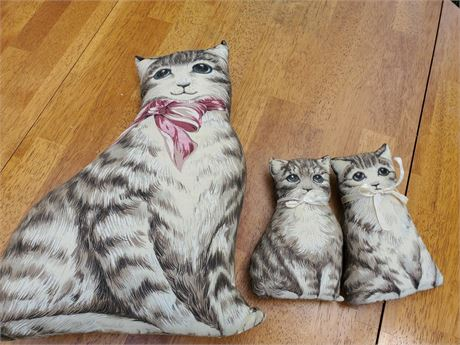 3 Kitty Pillows