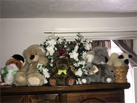 Stuffed Animals and Basket Lot (one Gund)