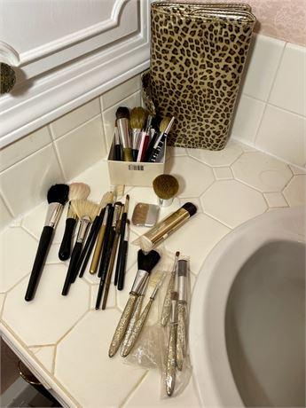 Makeup Brushes & Brush Bag Lot
