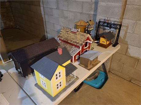 Lot of Train Accessories Houses & Decor