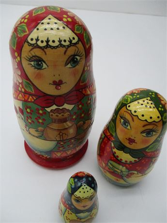 Vintage Hand Painted Russian Signed 3 Pieces Nesting Dolls