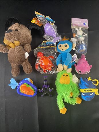 Lot of small toys. Plastic and plush. 10 items