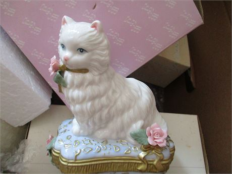 New San Francisco Music Box Co Porcelain Cat Music Box