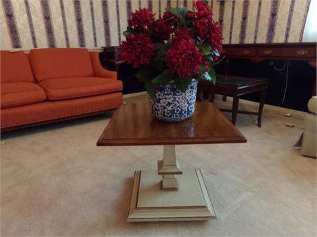 End table (matches Lot #4) with artificial plant