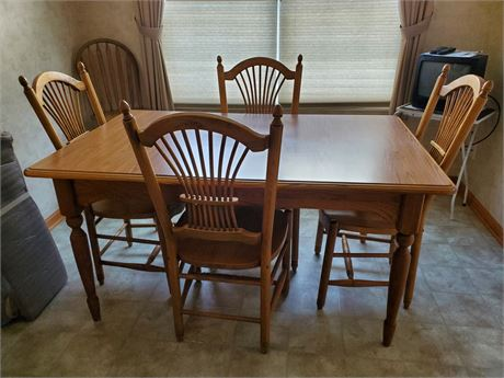 Really Nice Oak Table & 4 Chairs