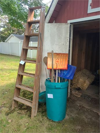 Wooden 10FT Ladder / Yard Lawn Tools