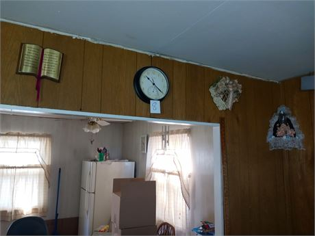 Wall decor and clock 4 items