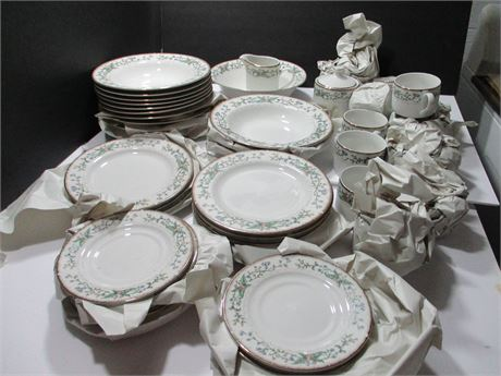 Farberware Fine China Dinner Ware Wellesley # 486 Set 12 Place