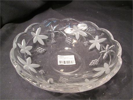 """Mikasa Fancy 8 1/2"""" Garden Terrace Glass Pattern Fruit Bowl"""