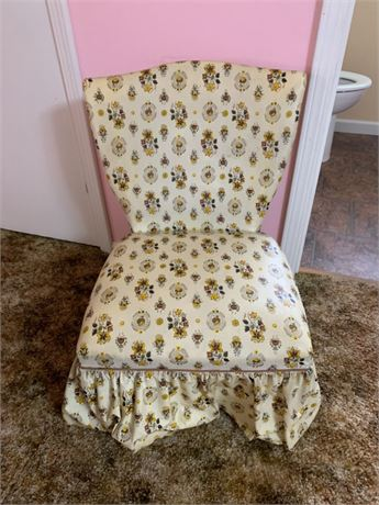 SKIRTED SITTING CHAIR