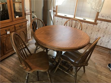 Round Oak Pedestal Kitchen Table with 4 Chairs