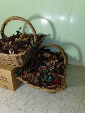 2 Large Dried Flowers Baskets and Dried Flowers