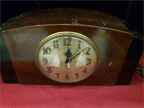 Clock plays Westminster Chime