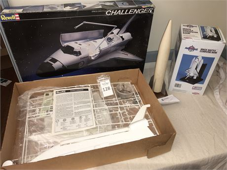 Revell Model Challenger Space Shuttle and Space Shuttle Computer Bank