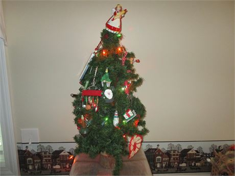 Fantastic Hand Crafted Kitchen Utensil Decorated Small Christmas Tree