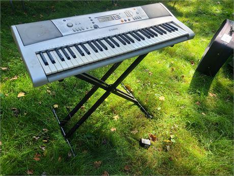Yamaha YPT-300 Keyboard w/ Stand