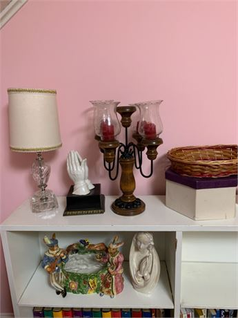 LAMP AND HANDS DECORATIVE LOT