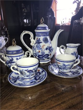 Royal Danube Tea Set -teapot, creamer set and 2 cups with saucers