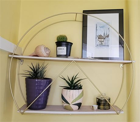 Round Shelf & Contents