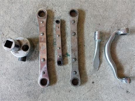 Snap - on ratchet wrenches