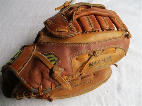 Premium MIZUNO MT580 Right Hand Fielder's Softball Glove & Ball