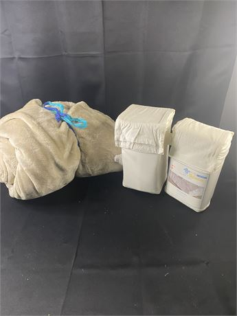Micro plush blanket (twin xl) and 2 bedskirts (queen)