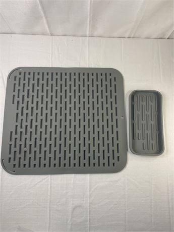 Silicone dish drying mat and soap dish. New