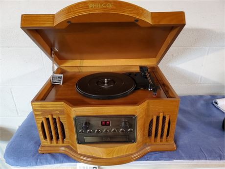 Philco Turntable Cd w/ Cassette