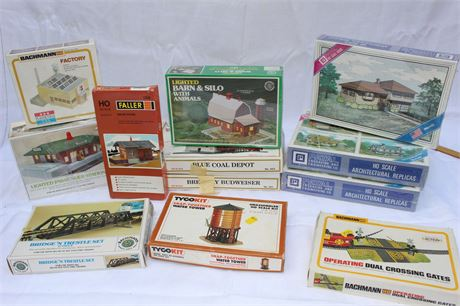 HO Scale Model Train Buildings and Accessories